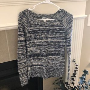 Like new sweater navy and white